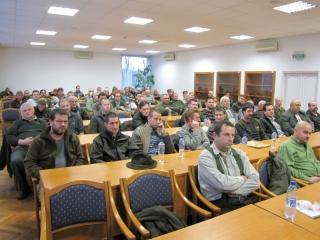 Hivatásos vadászok népes hallgatósága